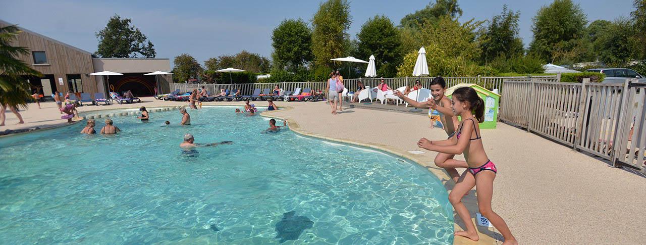 slider camping Les Aubépines piscine