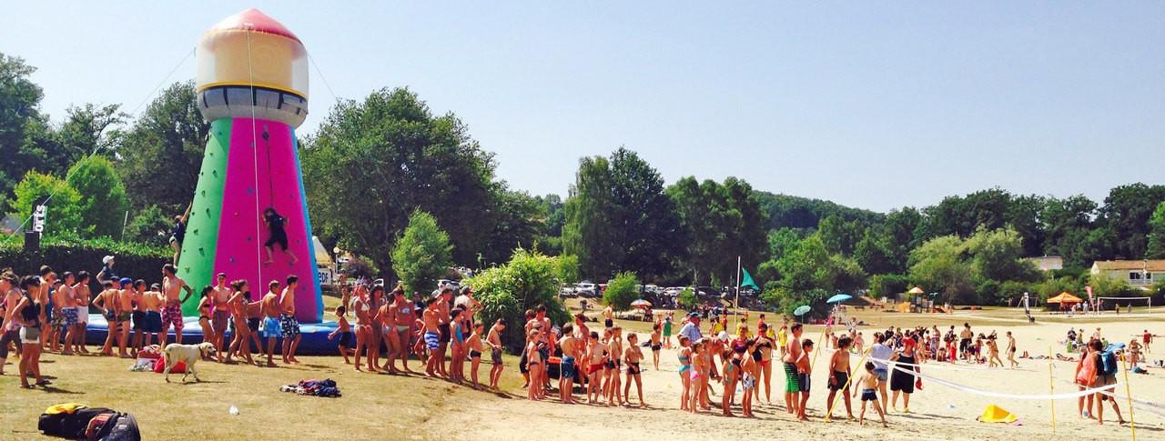 Domaine La Plage du Garoustel lac jeux gonflable Auvergne Saint Gérons