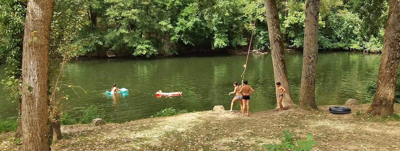 camping Les Gorges de l'Aveyron rivière jeux