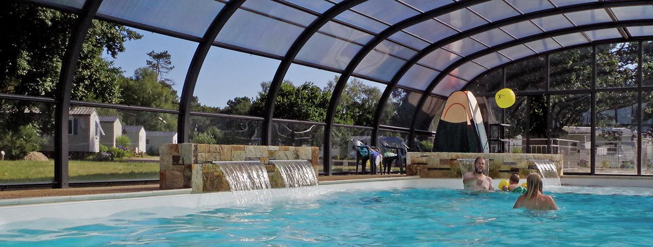 camping de Mesqueau piscine couverte extérieure