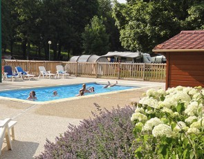 Campsites in france pitches holiday rentals flower for Camping champagne ardennes avec piscine