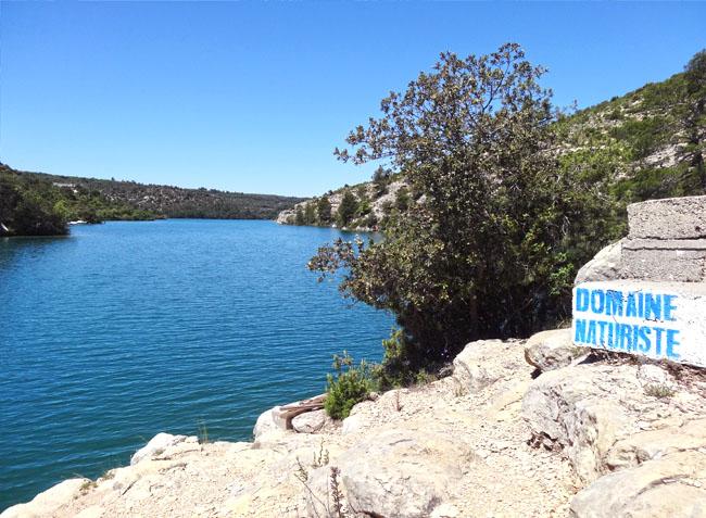 Camping naturiste verdon provence esparron de verdon for Camping haute provence avec piscine