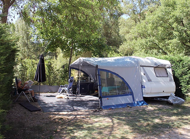 camping-la-riviere-emplacement-min.jpg-7