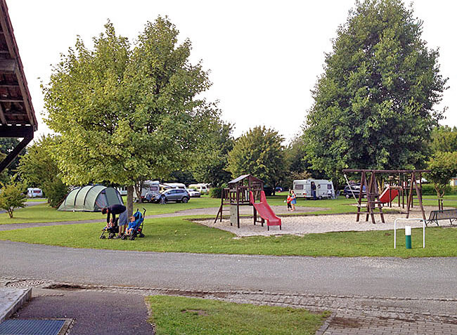 camping-marguerites-aire-jeux.jpg-7