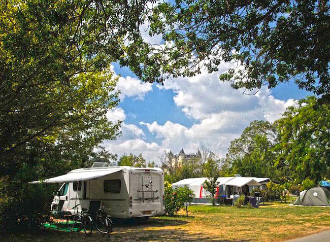 camping l 39 le d 39 offard saumur maine et loire pays de la loire in france. Black Bedroom Furniture Sets. Home Design Ideas