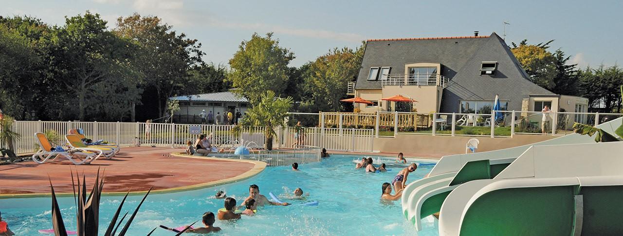 camping La Grande Plage piscine extérieure jeux