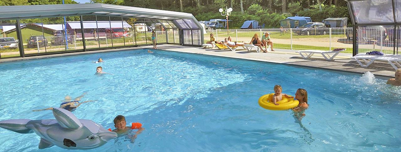 camping-la-chenaie-piscine-couverte-normandie-min.jpg