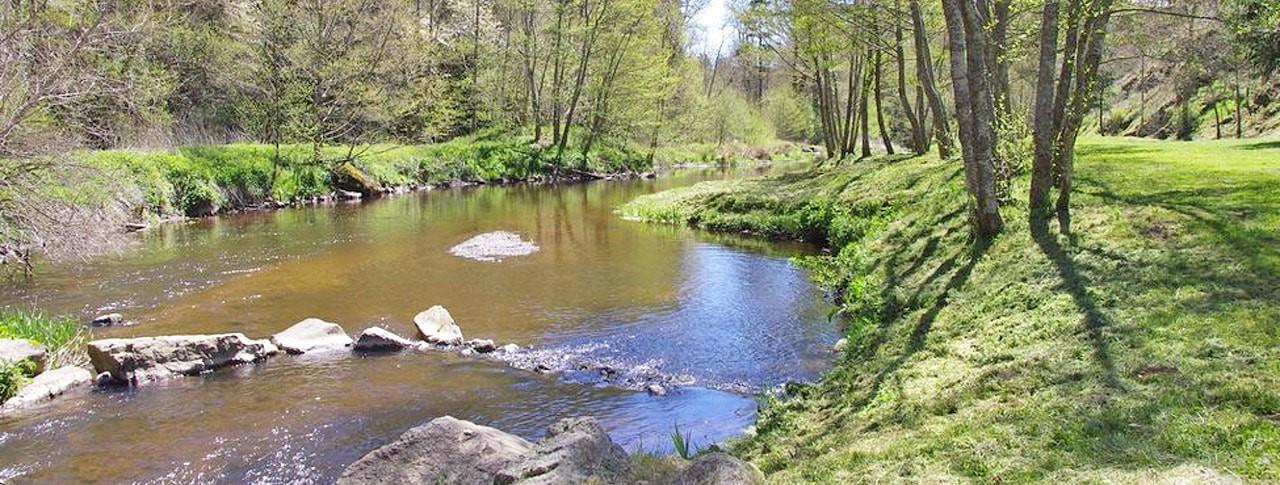 Camping La Rochelambert rivière