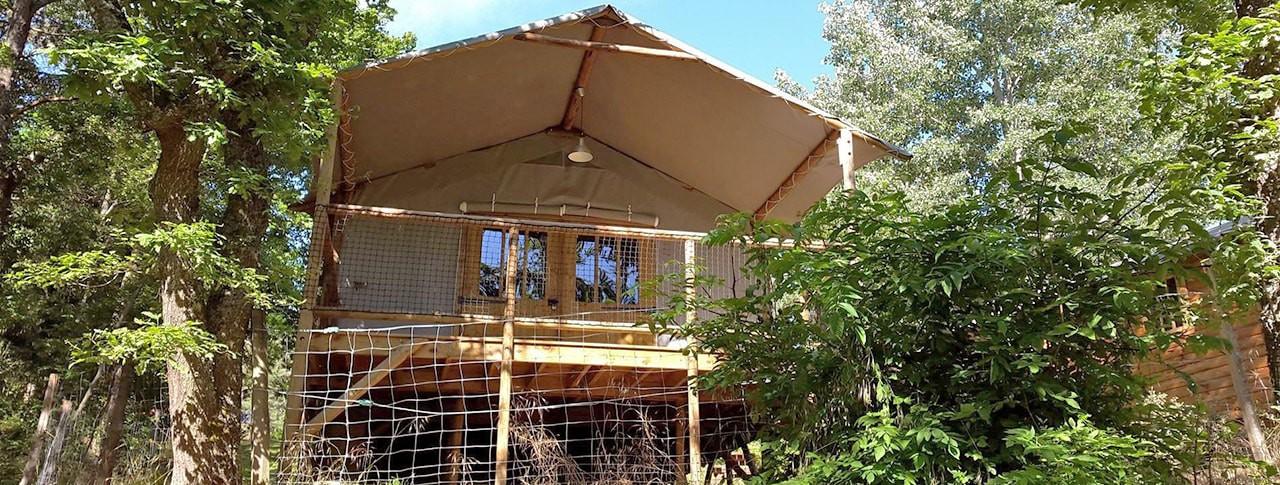 Camping La Rochelambert cabane sur pilotis