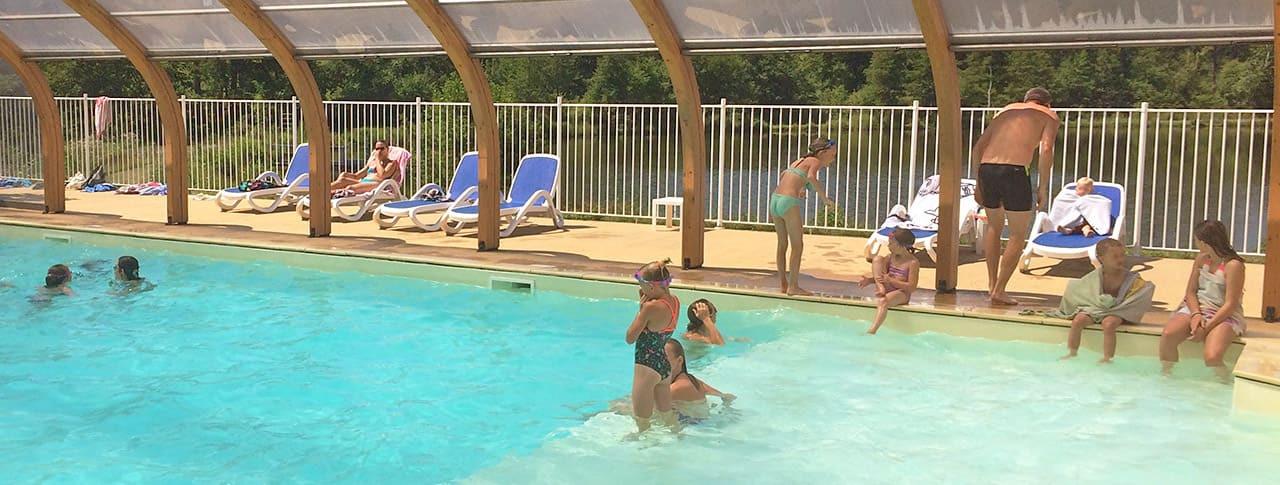 Camping Lac de Lislebonne piscine couverte chauffee