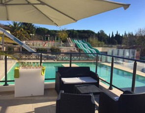 camping Le Fréjus terrasse piscine