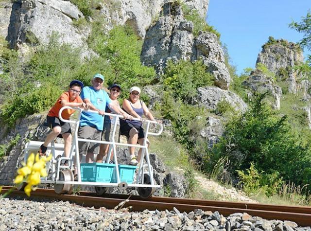 Camping La Dourbie vélo rail Aveyron-3