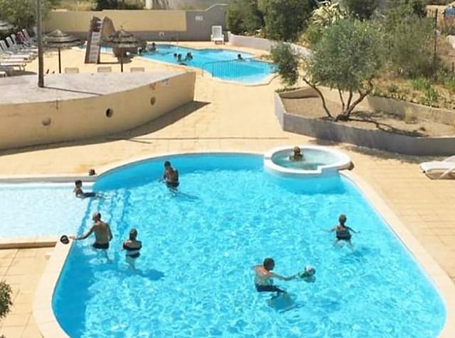 Camping Fondespierre piscine Montpellier-2