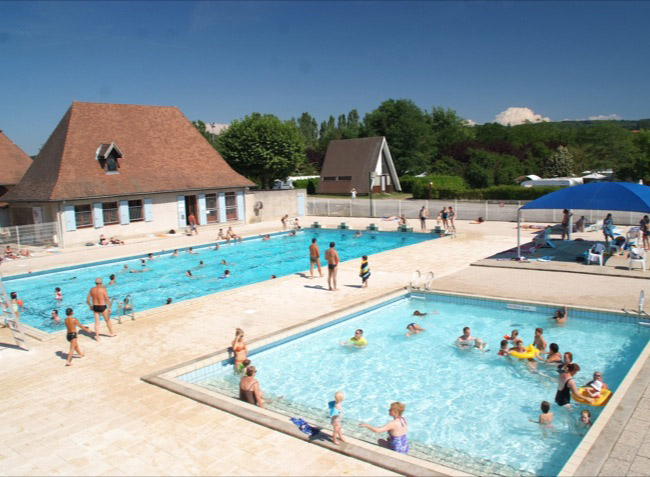 camping Le Château piscines-1
