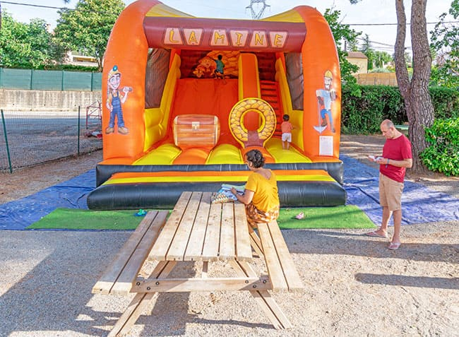 camping-provence-vallee-jeu-gonflable.jpg-22