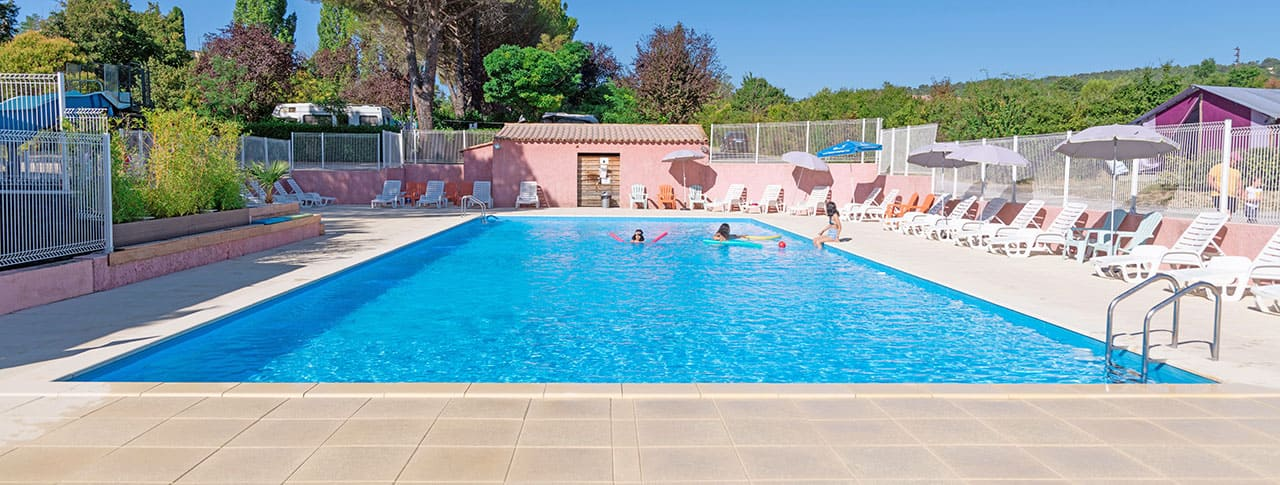 camping-provence-vallee-piscine-pano.jpg-1